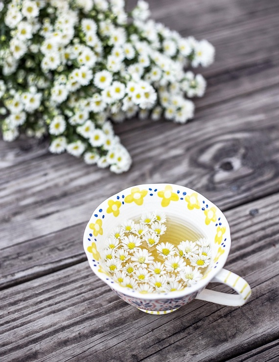 cup of tea with daisies