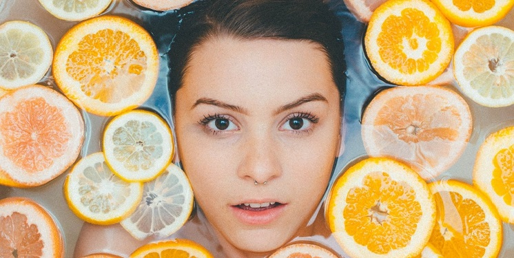 woman with oranges floating