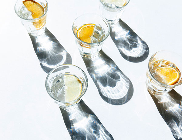 cocktails-with-citrus-on-white-background-header-600x462