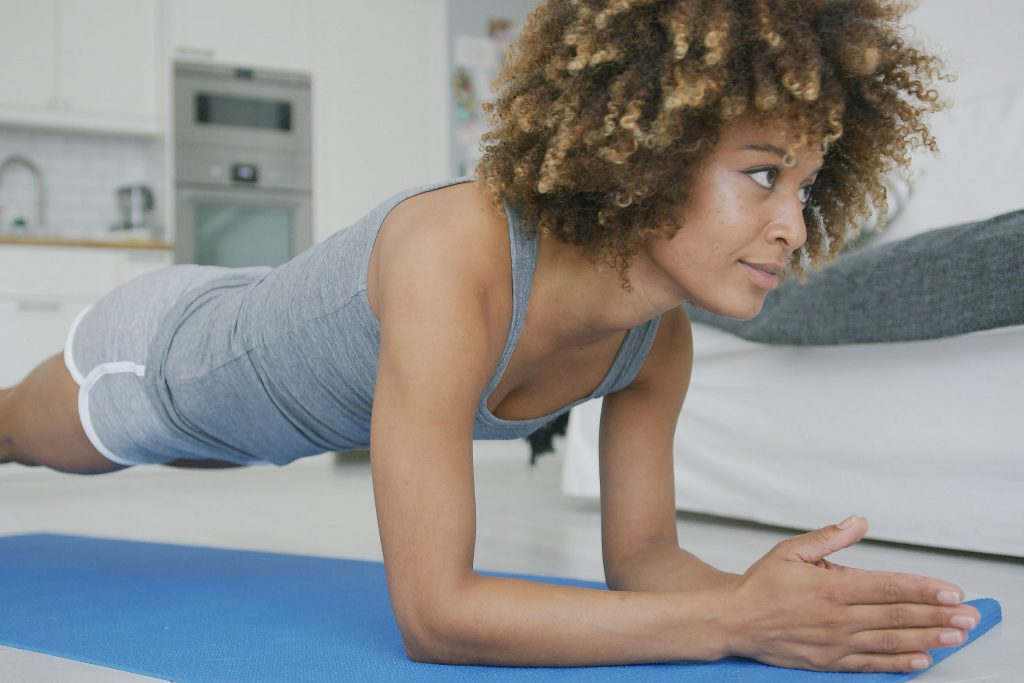 woman-training-abs-at-home